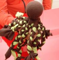 #WirBleibenZuhause: Die Fleece-Krake