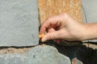 leckerchen-versteck-mauer